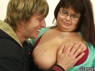 Порно бабушки кунилингус