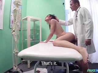 порно фальшивый доктор