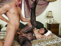 порно онлайн красивой зрелой мамочки