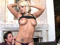 Секс с охуенной блондинкой
