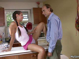 Порно фильмы зрелые мамаши