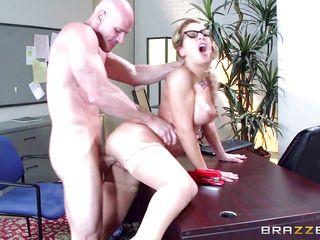 Секс на работе частное